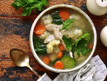 Пилешка супа с карфиол, тиквичка, целина, моркови, лук и подправки (риган, мащерка, босилек) - снимка на рецептата